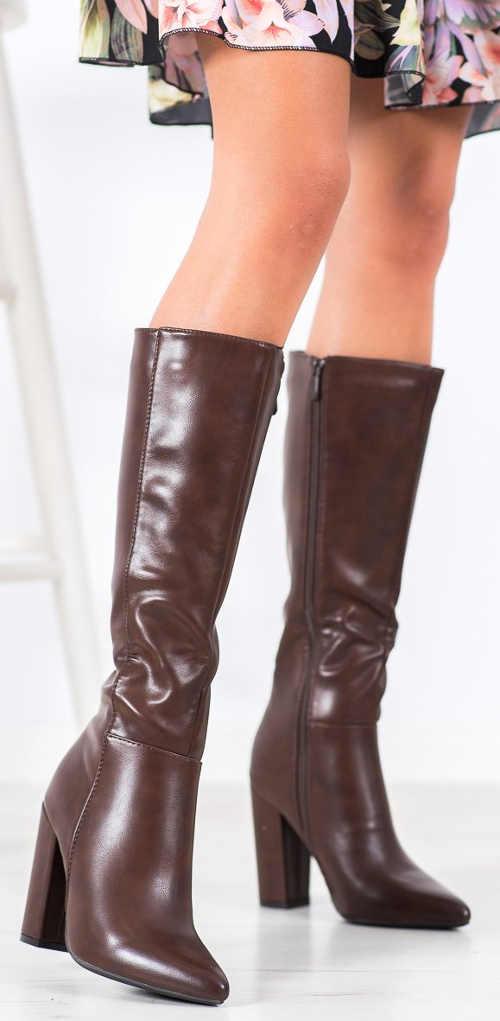 Hnedé kožené zimné čižmy na vysokom podpätku