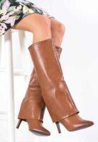 Lesklé hnedé dámske čižmy na ihličkovom podpätku