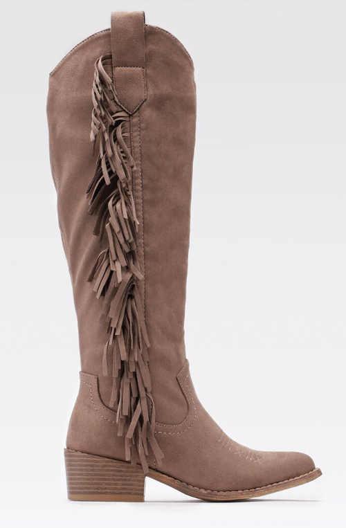 Vysoké hnedé dámske čižmy so strapcami