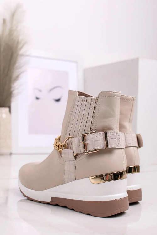Béžové topánky so zlatými detailmi