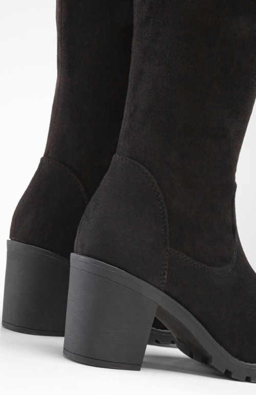 Lacné vysoké čierne čižmy na podpätku